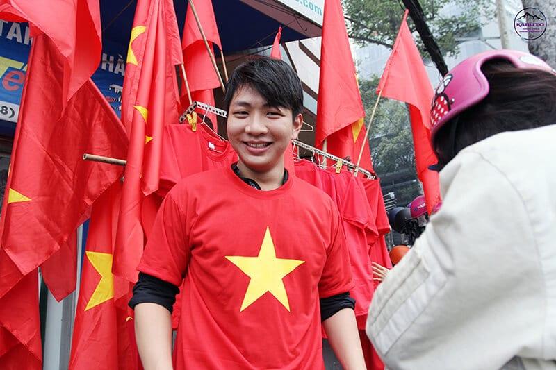 Áo lá cờ Việt Nam