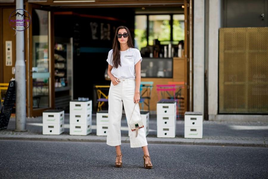 Áo thun kết hợp quần jean nữ ống rộng