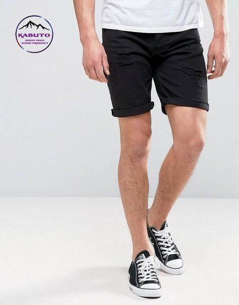 kết hợp quần short áo thun cùng giày Converse