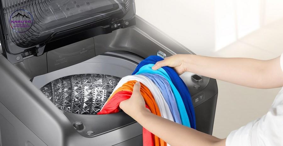 Không nên giặt áo thun bằng máy trong lần giặt đầu tiên