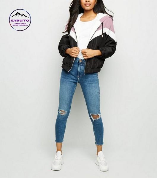 Mix quần jean áo thun nữ với áo khoác gió