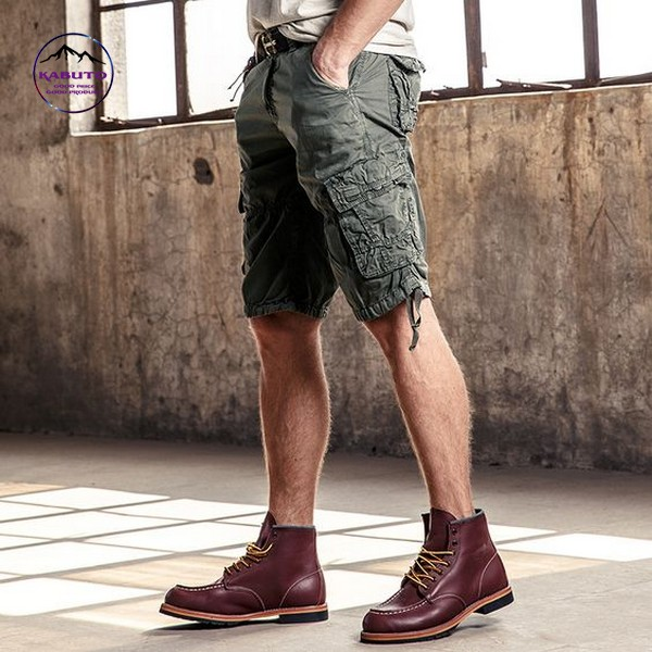 mix quần short với giày tây