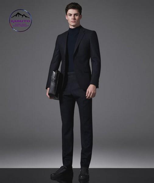 Phối áo thun tay dài với suit nam