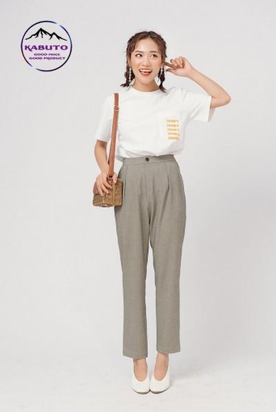 Phối áo thun với quần vải