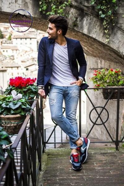 phối áo vest với quần jean nam