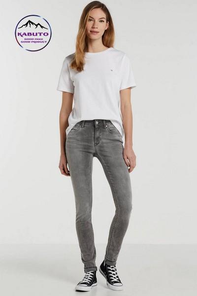 phối đồ đi chơi với quần jean skinny