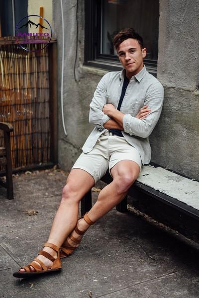 Phối quần short áo thun cùng áo khoác nam