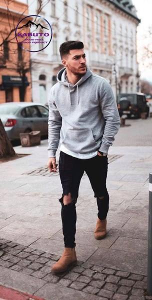 Quần jean rách gối với áo hoodie