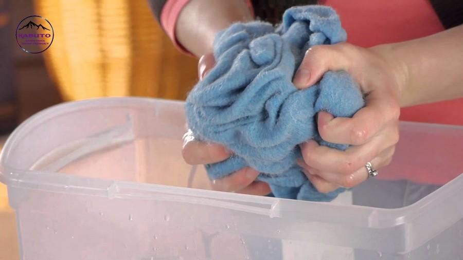 làm sạch vải nỉ